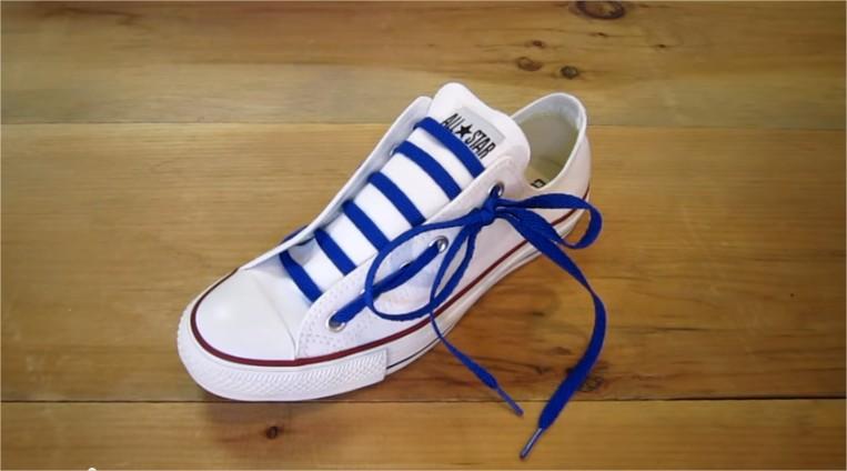 スニーカーで役に立つ靴紐のかわいい結び方10選!今流行なのは?個性的な靴紐もご紹介!