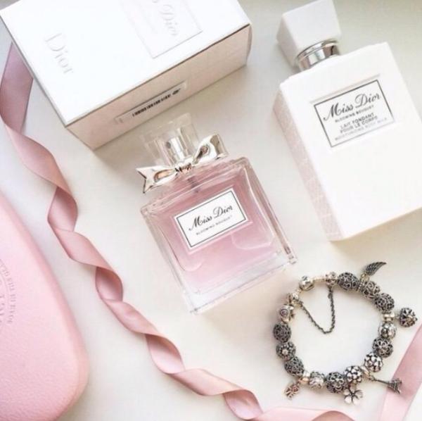 ピンク色の見た目と香りにうっとり♡